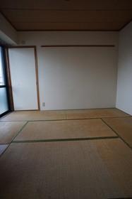 https://image.rentersnet.jp/b5e09d10-5a3e-4d73-987c-0f829e2c73c4_property_picture_1800_large.jpg_cap_和室