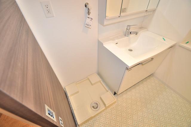 グランマーレ小路駅前 嬉しい室内洗濯機置場は脱衣場も兼ねています。