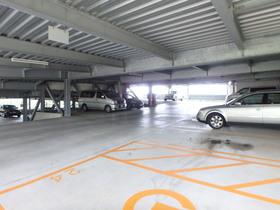 ロイヤルパークス若葉台駐車場