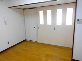 南洋室(DKとの間の引き戸を閉めた状態)