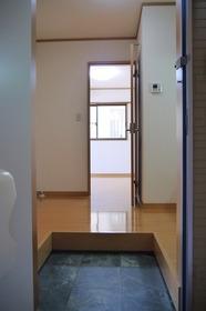 https://image.rentersnet.jp/b628f7ae-f288-415c-9a28-9de39f2b58b4_property_picture_2419_large.jpg_cap_玄関
