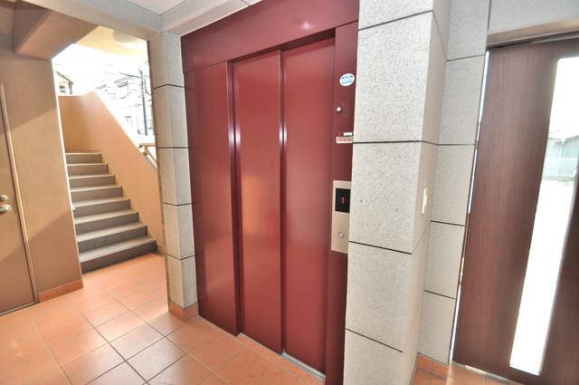 巽北ロイヤルマンション エレベーターホールもオシャレで、綺麗に片づけられています。