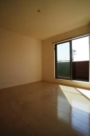 https://image.rentersnet.jp/b64fc927-eece-4a02-add2-aa46a2615ba0_property_picture_962_large.jpg_cap_居室