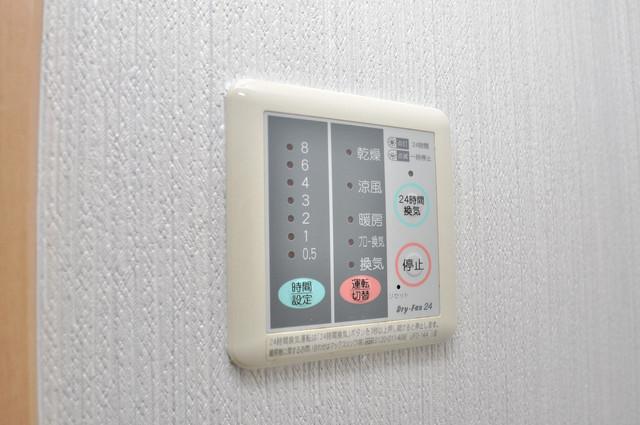 Celeb布施東 給湯リモコン付。温度調整は指1本、いつでもお好みの温度です。