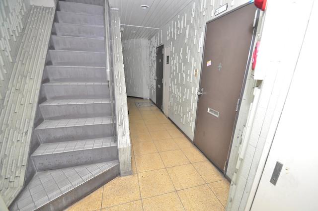 マンションSGI今里ロータリー 玄関まで伸びる廊下がきれいに片づけられています。