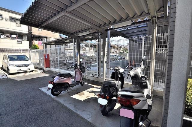 ソレアード三貴 バイクもしっかり置けてライダーの方には嬉しいところ。