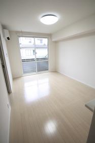 https://image.rentersnet.jp/b70234ce-c8cf-49e5-8968-8fcb2180ea60_property_picture_2988_large.jpg_cap_居室