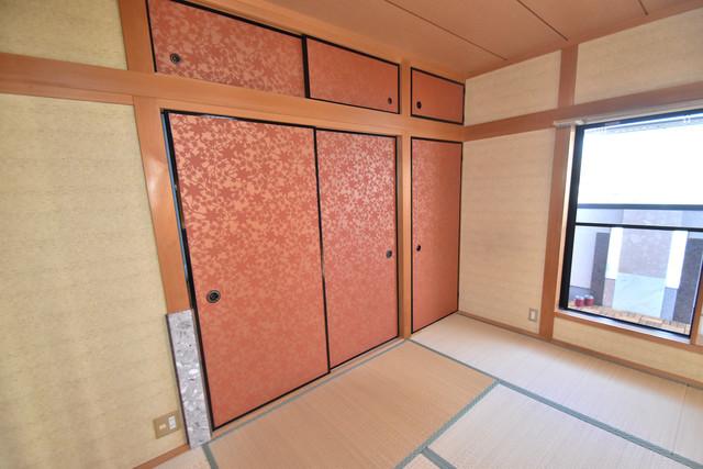 高井田元町2-11-15貸家 収納がたくさんあると、お部屋がすっきり片付きますね。