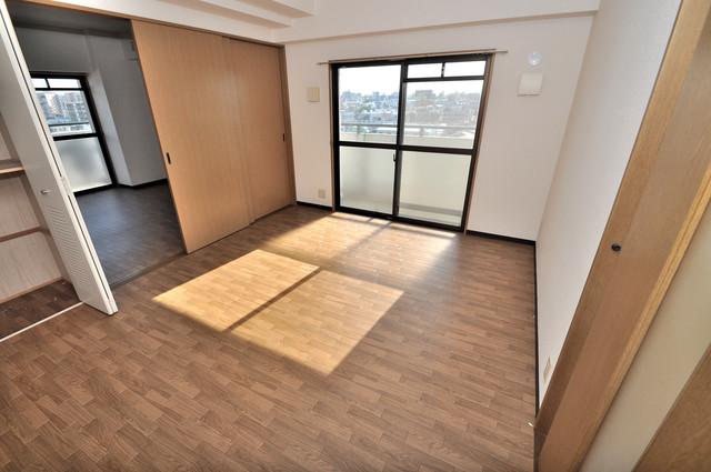 レシェンテオクノ 朝には心地よい光が差し込む、このお部屋でお休みください。