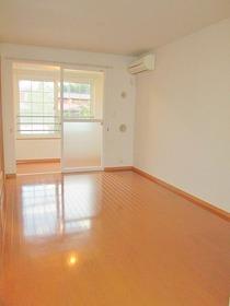 https://image.rentersnet.jp/b7a7b274-7db3-4a3f-89c1-de0442c95b1d_property_picture_3520_large.jpg_cap_居室