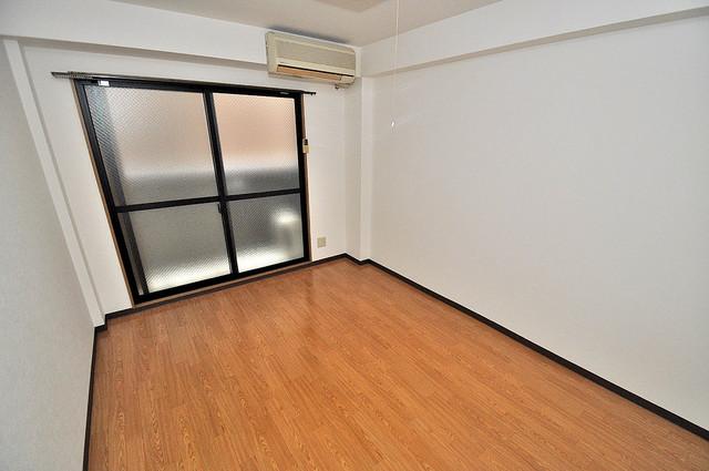 オーナーズマンション菱屋西 広めのリビングはゆったりくつろげる癒しの空間です。