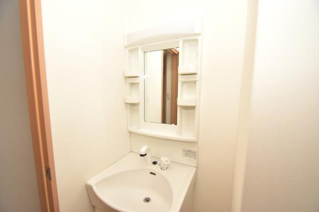 デネブ 独立した洗面所には洗濯機置場もあり、脱衣場も広めです。