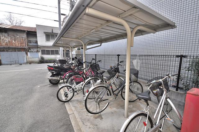 レオパレス今津 屋内にある駐輪場は大切な自転車を雨から守ってくれます。