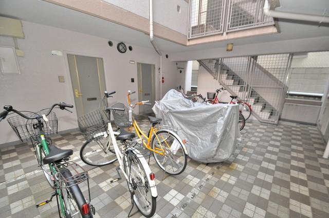 リンクスイン東大阪Part1 屋内にある駐輪場は大切な自転車を雨から守ってくれます。