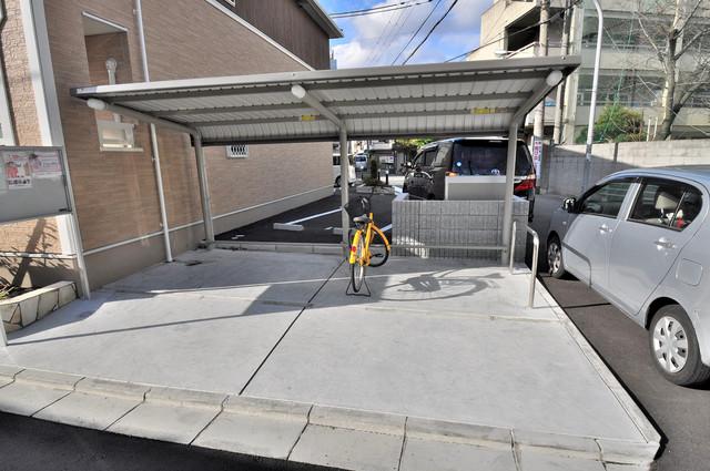 カーサ・エテルナ 屋根付きの駐輪場は大切な自転車を雨から守ってくれます。