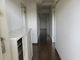 玄関から廊下にかけて