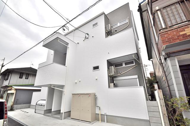 Valenti小阪 おしゃれできれいな外観は毎日の帰宅が楽しくなりそうです。
