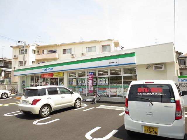 ファミリーマート豊中岡町北店