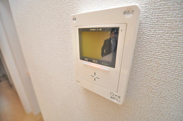 カーサ・エテルナ TVモニターホンは必須ですね。扉は誰か確認してから開けて下さいね