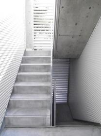 代々木八幡駅 徒歩7分エントランス