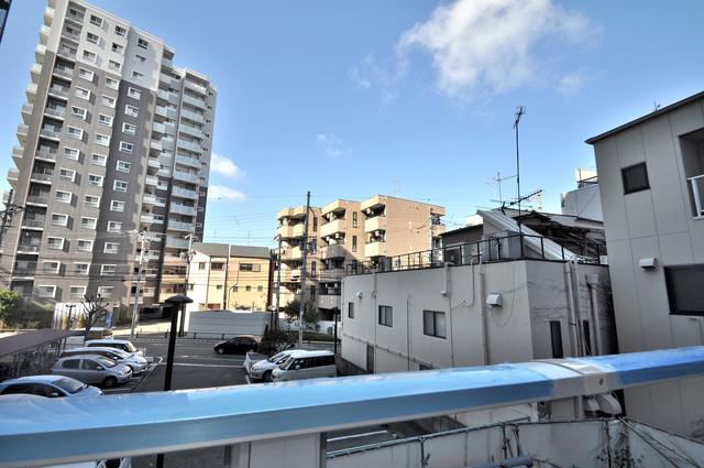 グランドゥーエ永和駅前 この見晴らしが日当たりのイイお部屋を作ってます。