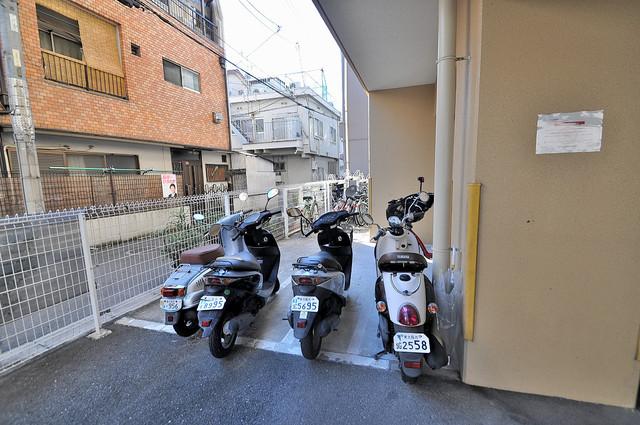 サイプレス小阪駅前 なんと嬉し珍しいバイク置き場がありますよ~