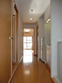 https://image.rentersnet.jp/b96320b5-5fd7-4f9f-a3ad-69448204de8a_property_picture_957_large.jpg_cap_玄関