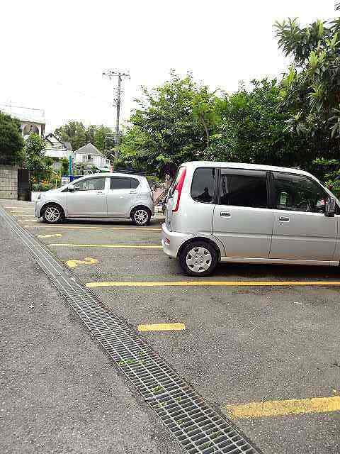 松野貸家駐車場