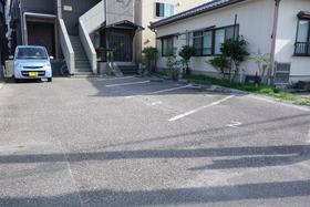 https://image.rentersnet.jp/b9ef201b-6083-4357-8b56-70b801fe21c9_property_picture_1992_large.jpg_cap_駐車場