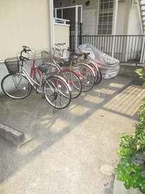 オリーブの杜駐車場