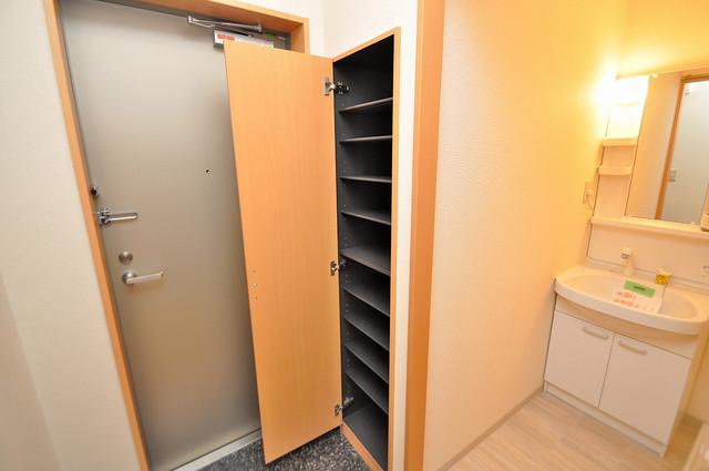 アンプルールフェールU-HA 玄関には大容量のシューズボックスがありますよ。