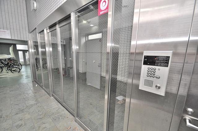グランメール高井田 オシャレなエントランスは安心のオートロック完備です。