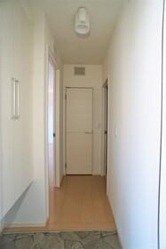 https://image.rentersnet.jp/ba3fa0c0-1952-4244-a848-0c45101d50cd_property_picture_956_large.jpg_cap_玄関