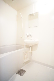 https://image.rentersnet.jp/ba4550cb-564c-46ff-95d7-9c33aeea37bc_property_picture_2987_large.jpg_cap_バスルーム