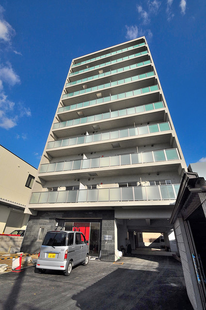 HERITAGE高井田 存在感があって、とてもオシャレな外観のマンションです。