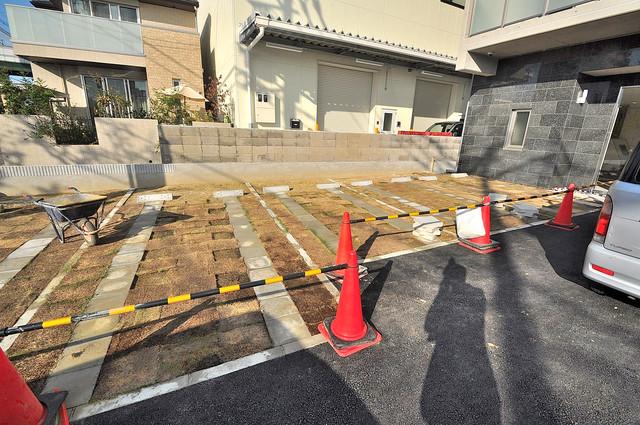HERITAGE高井田 敷地内にある駐車場。愛車が目の届く所に置けると安心ですよね。
