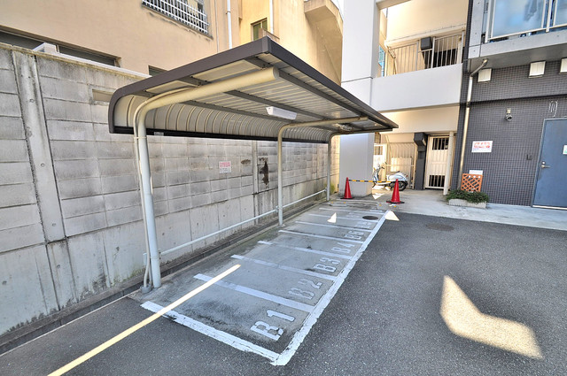 アリビオ北巽 敷地内にある専用の駐輪場。雨の日にはうれしい屋根つきです。