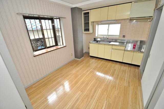 サンライフ若江東 明るいお部屋は風通しも良く、心地よい気分になります。