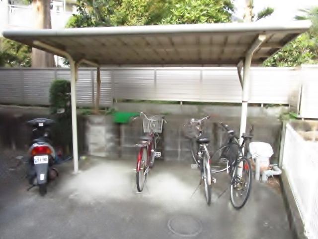 ロータス聖蹟駐車場