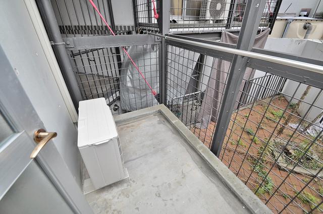 新星ビル上小阪 バルコニーは陽当たりが良く、洗濯物も気持ち良く乾きます。