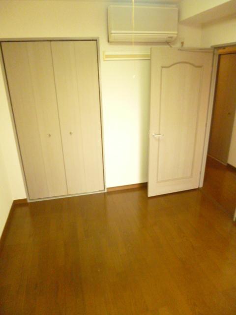 プラザサンタナカ5号館居室