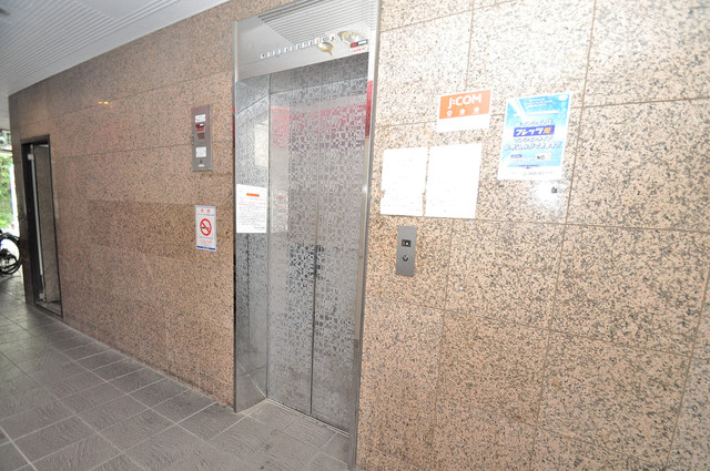 スカイプラザⅢ 嬉しい事にエレベーターがあります。重い荷物を持っていても安心