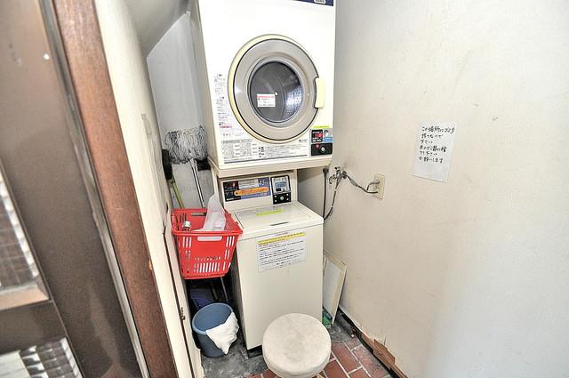 パシフィック玉津 洗濯機が備え付けです。