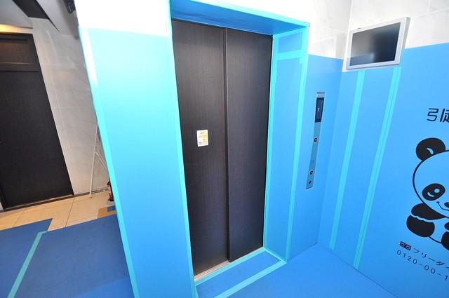 プレシオ小阪 嬉しい事にエレベーターがあります。重い荷物を持っていても安心