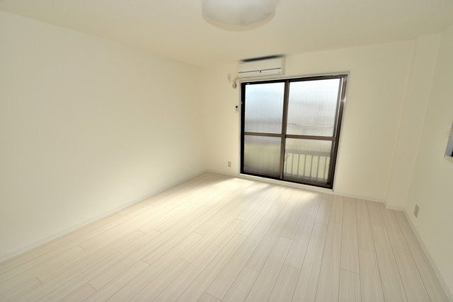 ハイム上小阪 窓があるので風通しが良く、快適な睡眠がとれそうですね。