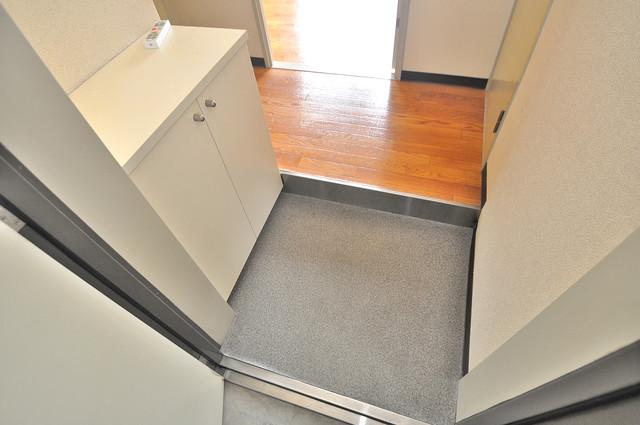 イスタナ・フセ お部屋の入口には何も置かず、シンプルが一番ですね。