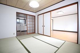 https://image.rentersnet.jp/bc9e0ad8-07f7-476e-861c-b2f1b59b5721_property_picture_1992_large.jpg_cap_和室も広々♪
