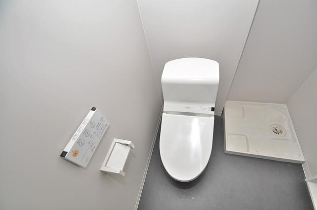 アキラ大阪 清潔感のある爽やかなトイレ。誰もがリラックスできる空間です。