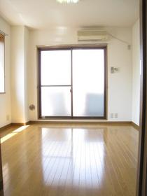 メゾンシャルム 303号室