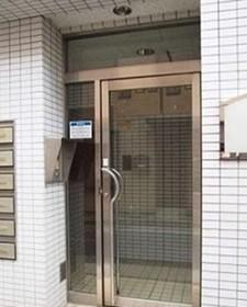 板橋区役所前駅 徒歩20分エントランス